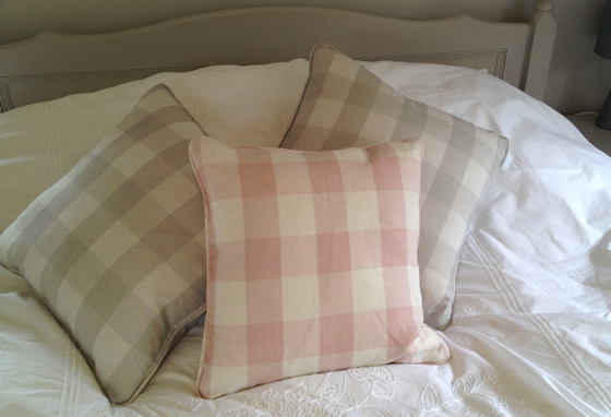 How to make a piped cushion tutorial by Sew Helpful